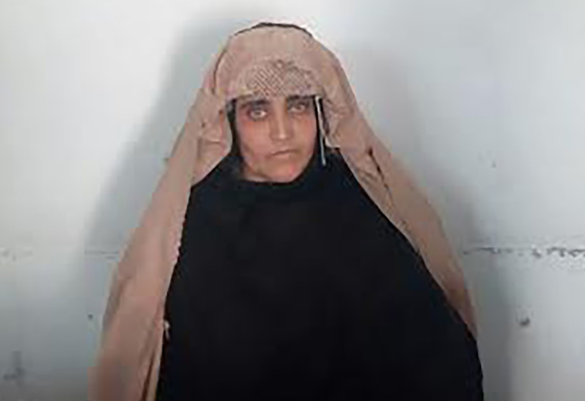 Sharbat Gula Pakistan arrest refugee.jpg