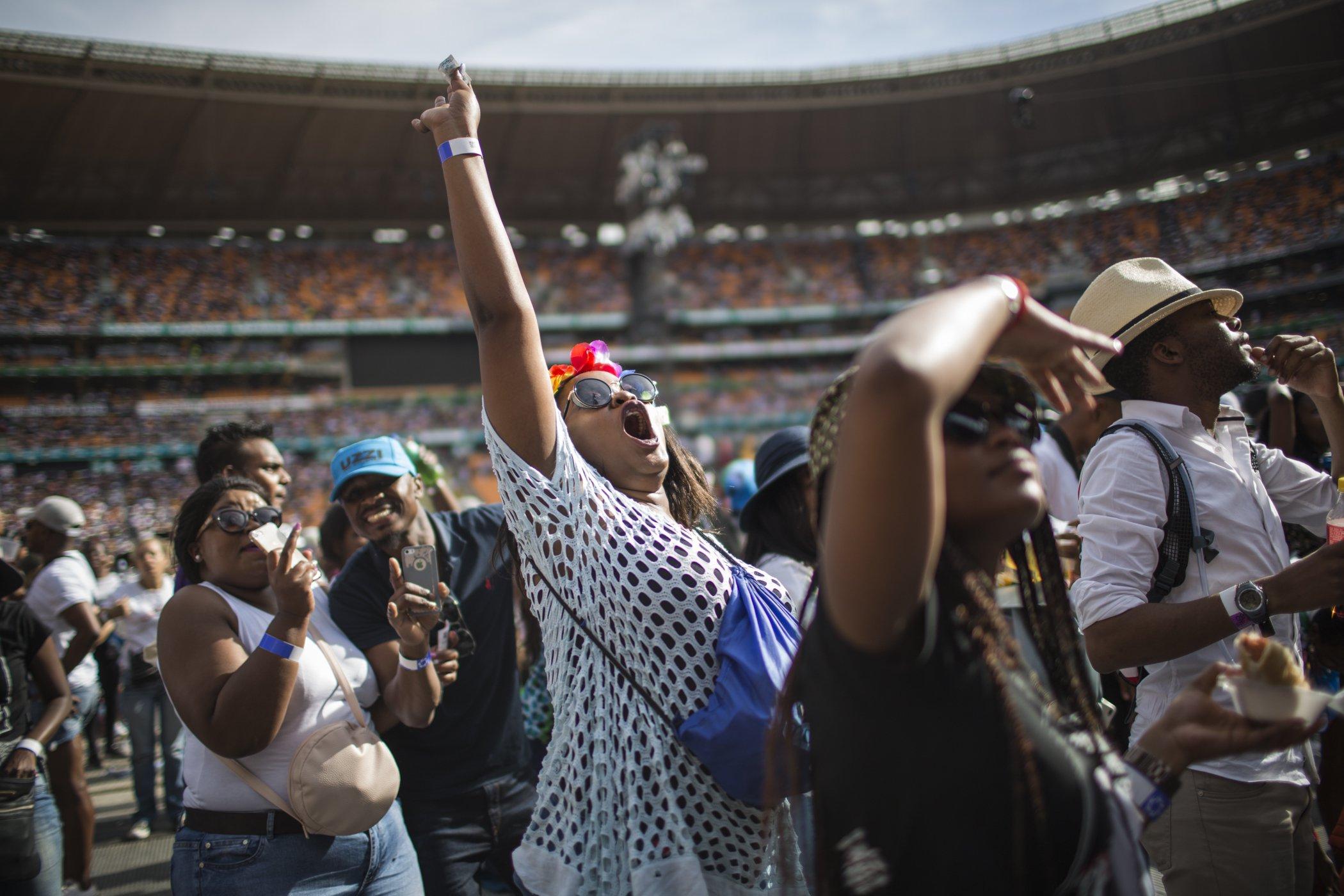 Mandela100_Crowd_GulshanKhanForGlobalCitizen22