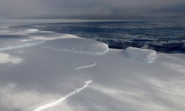 Artículo: The World's Largest Ice Shelf Is Melting 10 Times Faster Than Usual, Scientists Discover