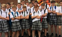 Artikel: Teenage Boys Wear Skirts to School in Protest for Equal Rights