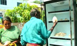 Artikel: This woman is stocking a fridge outside her restaurant for the hungry