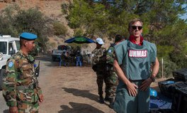 Artikel: Daniel Craig Is Eliminating Real Life Bombs to Rid World of Landmines