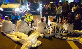 Artikel: 'Stop Killing Londoners': Anti-Pollution Activists Shut Down Busy Road During Rush Hour