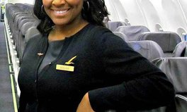 Artículo: Flight Attendant Rescues Human Trafficking Victim With Note Left on Toilet Mirror