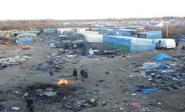 Article: How volunteers in Calais are providing refugees with food, clothing, medicines