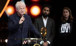 Artikel: Iconic Filmmaker and Activist Richard Curtis Just Won the First-Ever Global Citizen of the Year Award
