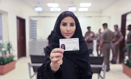 Artikel: 10 Saudi Women Just Received Driver's Licenses for the First Time
