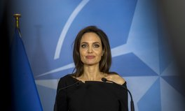 Artikel: Angelina Jolie: 'We Don't Take Domestic or Gender-Based Violence Seriously Enough Anywhere'