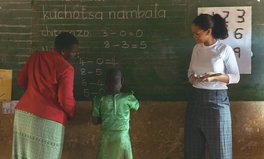 Artikel: Rihanna Went to Malawi to See the Challenges Students Face — Here's What She Saw