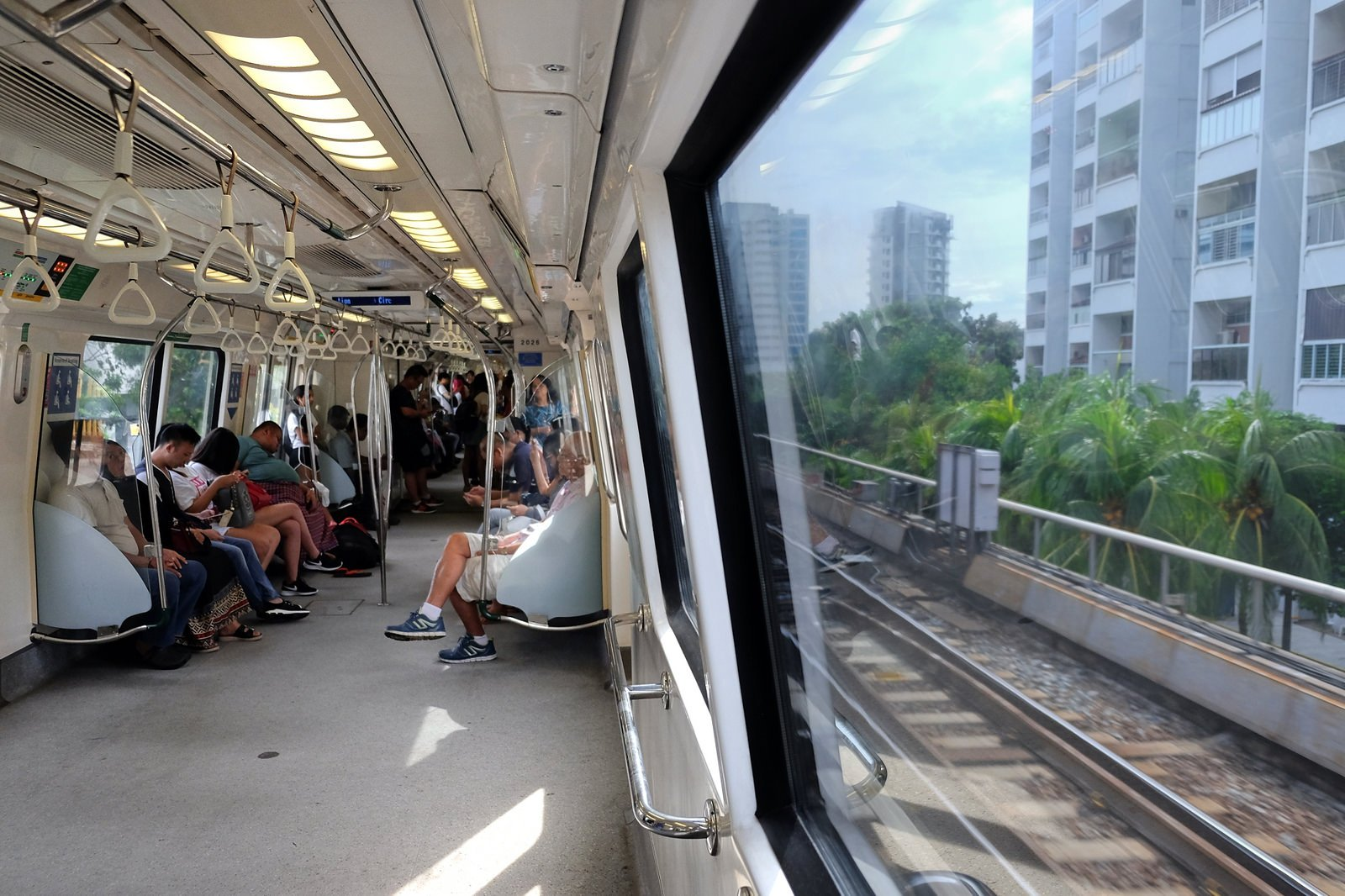 Vladimir Varfolomeev singapore MRT flickr.jpg