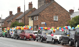 Article: Liverpool Cabbies Covered Their Taxis in Balloons for This Very Good Reason