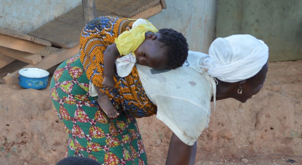 Baby and mother Ghana ©Jana Sepehr.jpg