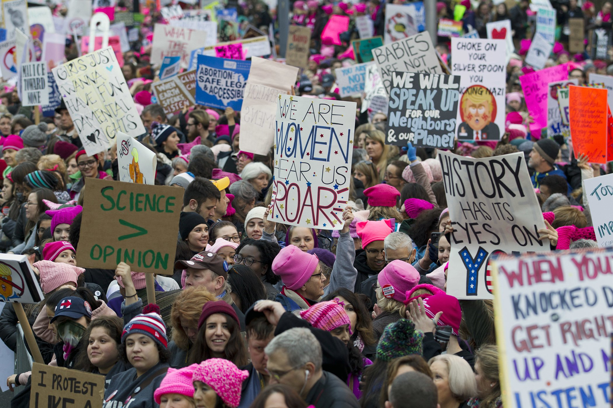 2017-Year-In-Photos-Womens-March-02.jpg
