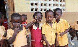 Merkmal: Diese Bücherei auf vier Rädern versorgt Kinder in Ghana mit Bildung