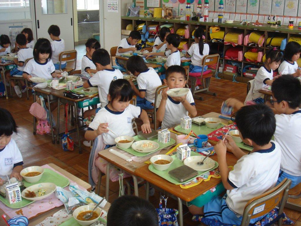japan-school-lunch-nutritious-local-healthy