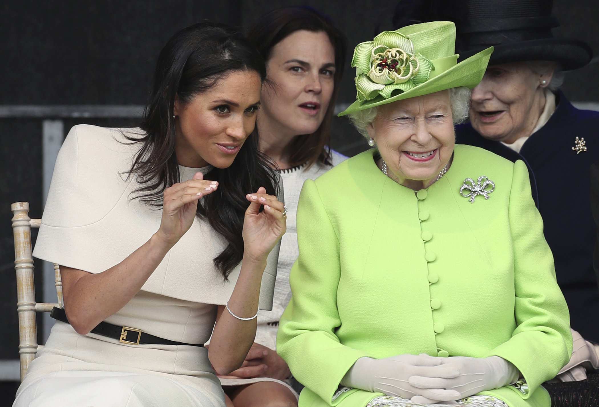 Queen-Elizabeth-Meghan-Markle.jpg
