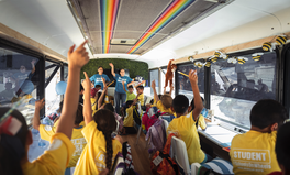Artículo: This Bus-Turned-Classroom Is Helping Migrant Children Learn at the US Border