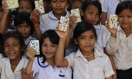 Artikel: This Man Is Recycling Hotel Soap to Transform Children's Lives in Cambodia