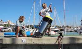 Video: Two guys from Australia invented a trash bin for the ocean