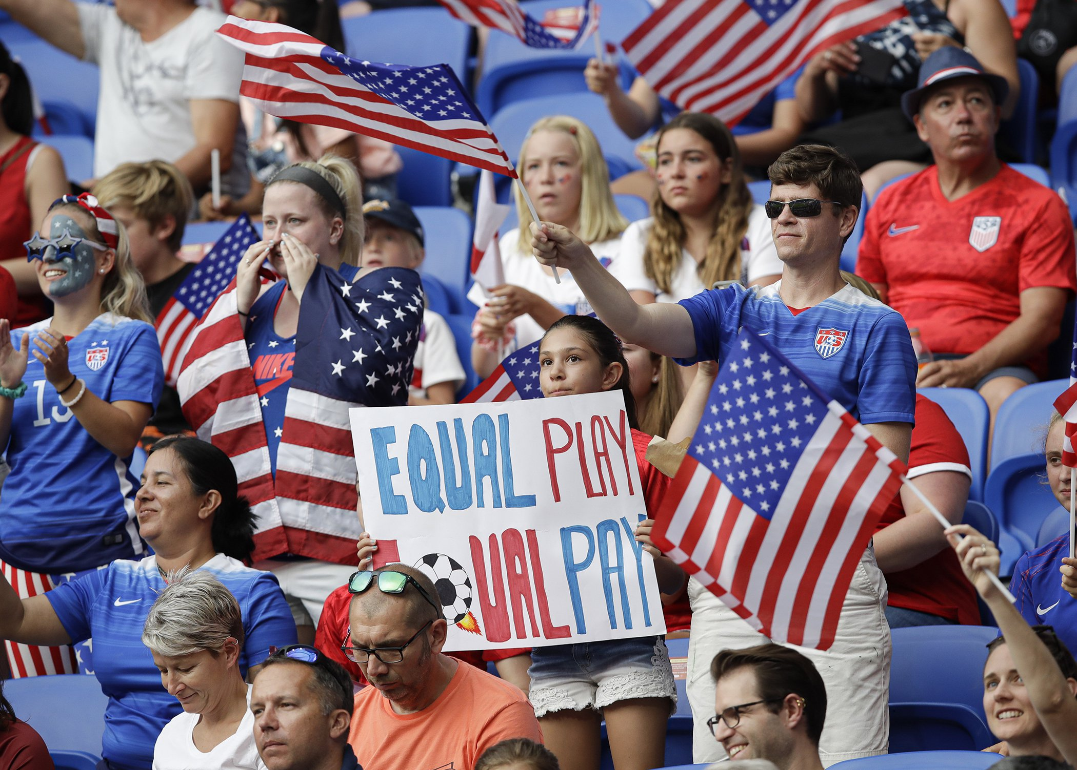 US-Womens-Soccer-Equal-Pay-World-Cup-002.jpg