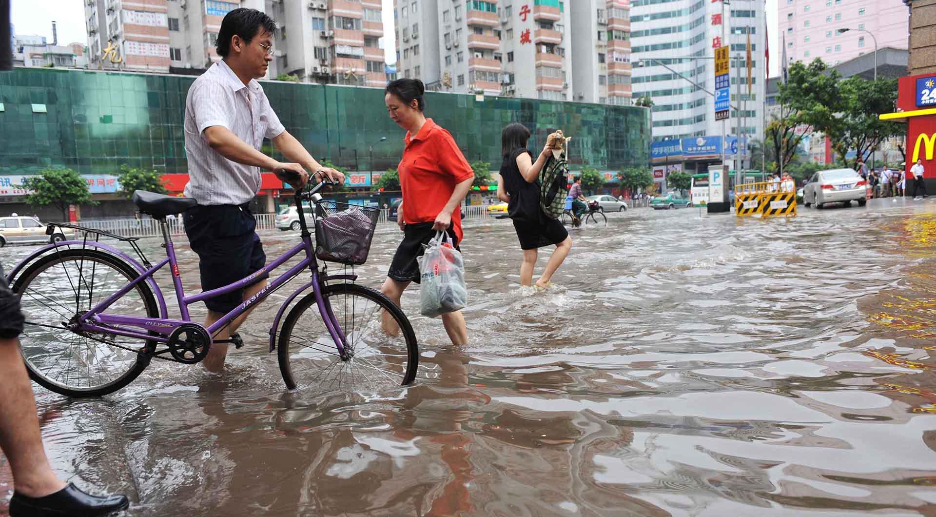 Guangzhou street flooding.jpg