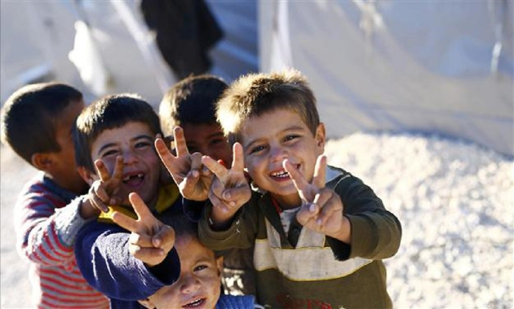 refugeepeacesign.jpg