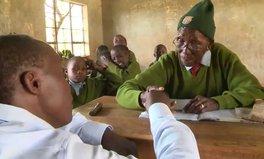"Artikel: 90-jährige Frau aus Kenia ist die ""älteste Grundschülerin der Welt"""