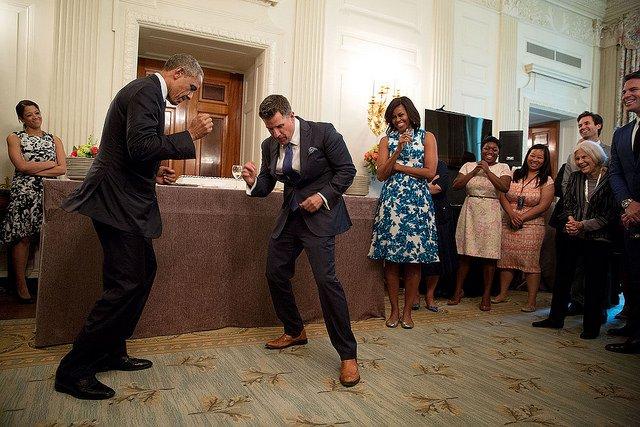 obama-44-photos-gc-dancing3.jpg