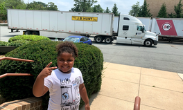 Artikel: This 7-Year Old Just Delivered a Trailer Full of COVID-19 Supplies to the Oglala Sioux Tribe