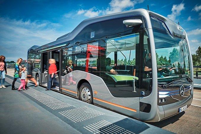 Future-bus-Driverless-Mercedes-road-test-BODY-Passengers boarding bus.jpg