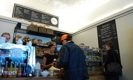 Artikel: Australian Cafe Charges Men 18% Surcharge to Highlight Gender Pay Gap