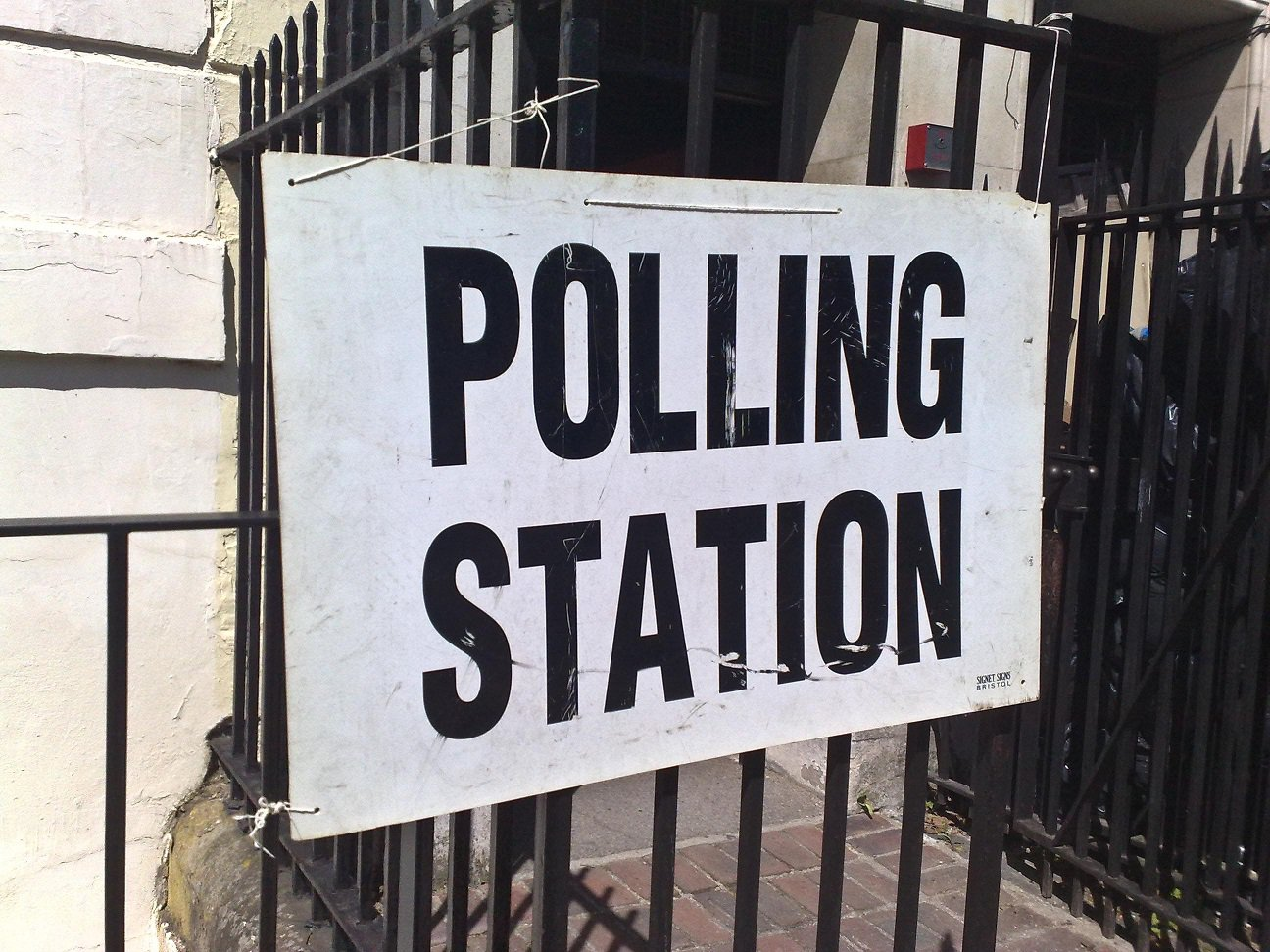 Polling_station_6_may_2010.jpg