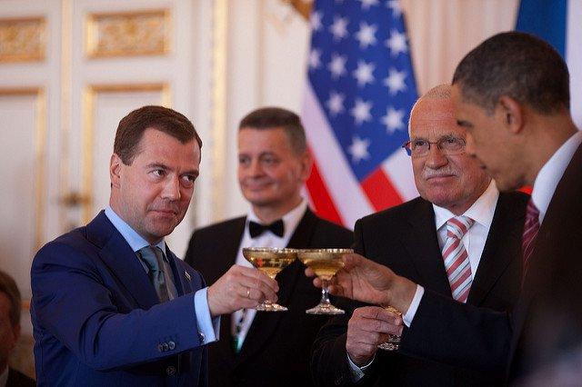 Obama-Medvedev-Toast.jpg