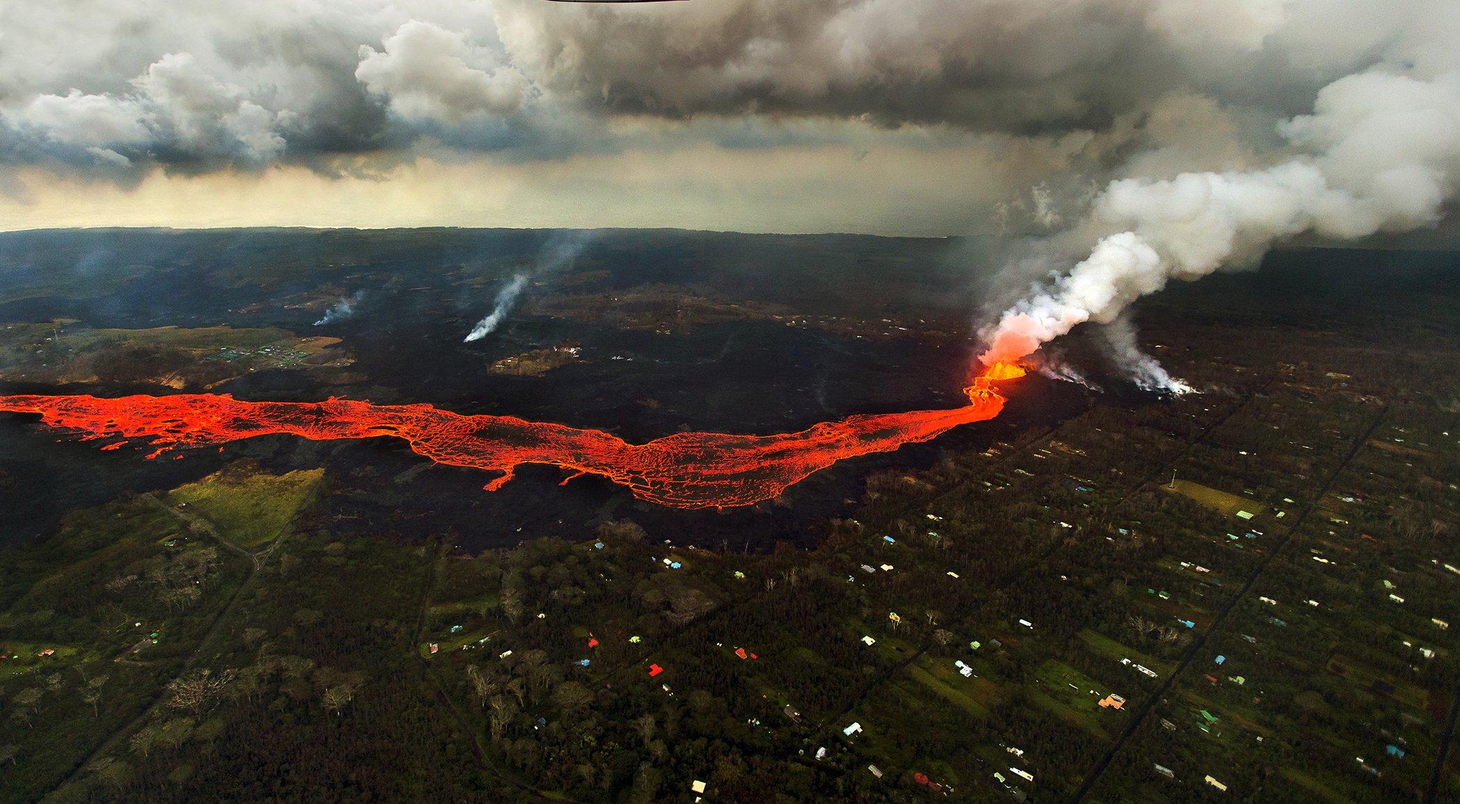 Hawaii-Volcano-Erupt-Lava.jpg
