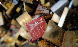 Artikel: Paris versteigert Liebesschlösser und hilft damit tausenden Flüchtlingen
