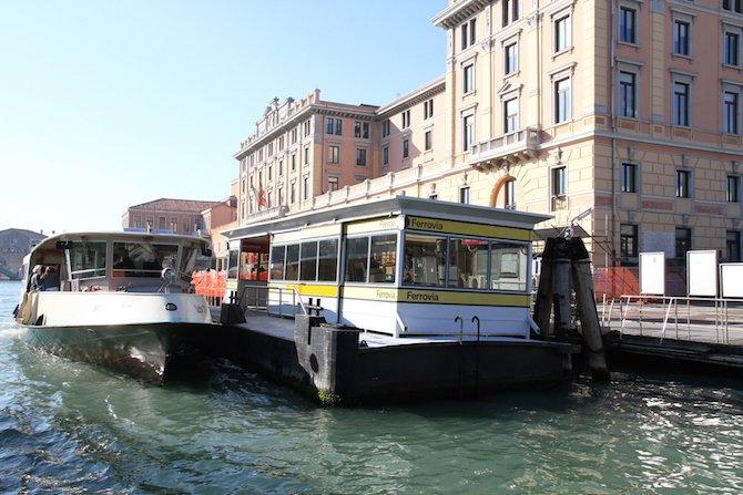 Venice_Vaporetto_water_bus_system.jpg